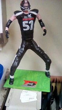 football-player-statue